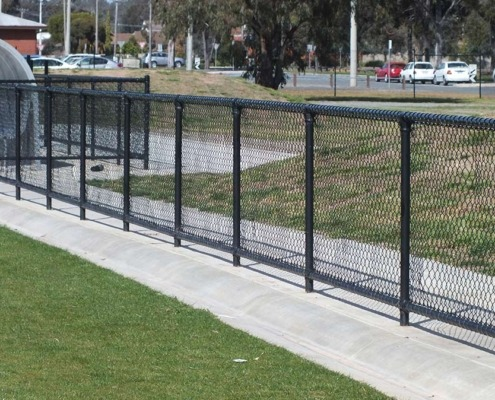 Chain mesh fence